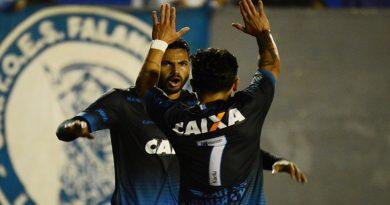 Londrina vence o Brasil de Pelotas-RS por goleada e se aproxima do G4
